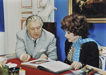 Ilya Glazunov and Italian Actress Gina Lollobrigida in Russian Academy of Painting, Sculpture and Architecture. Moscow