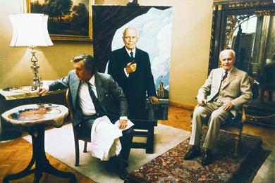 Президент Италии Алессандро Пертини позирует И.С. Глазунову. Дворец Квиринале