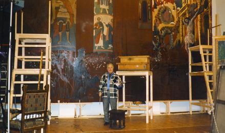 Илья Глазунов в мастерской за работой над картиной «Разгром храма в Пасхальную ночь». Москва