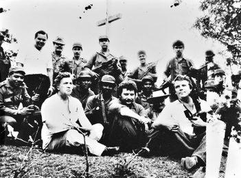 Илья Глазунов с группой солдат. Никарагуа