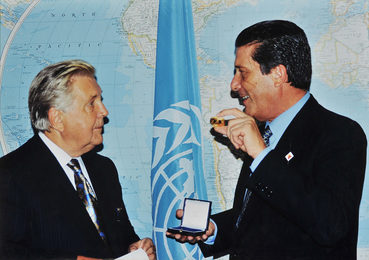 "President of the UNESCO Federico Mayor Gives to Ilya Glazunov UNESCO's Gold Medal ""For Contribution to World Culture and Civilization."" Paris"